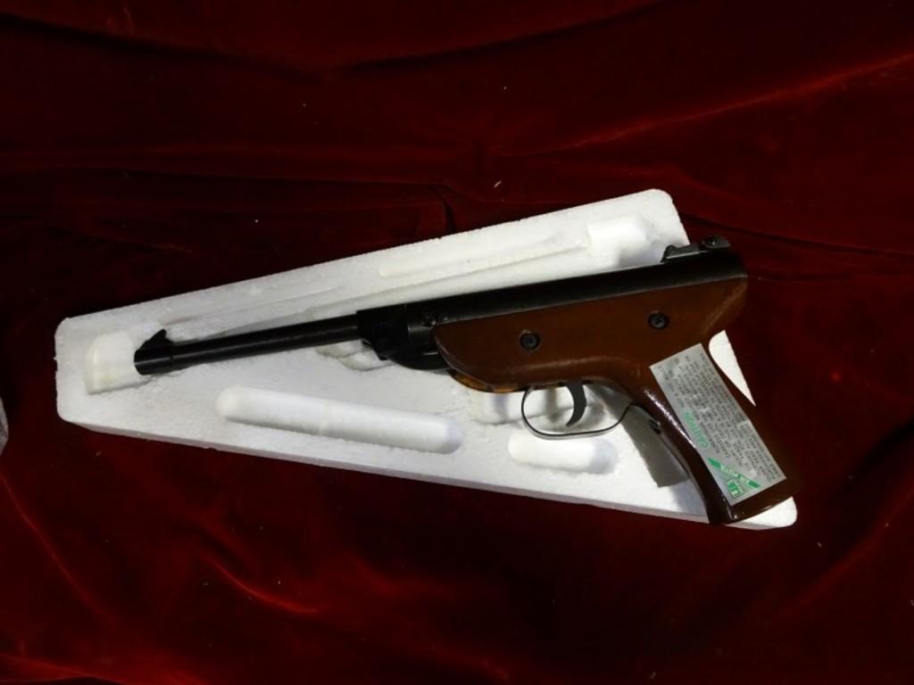 Lot: Vintage Lee  177 Pellet Pistol – NIB -33 | Proxibid