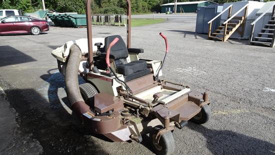GRASSHOPPER 223 ZERO TURN MOWER, 814 HOURS  W/BAGGER, GAS ENGINE – PNEUMATI