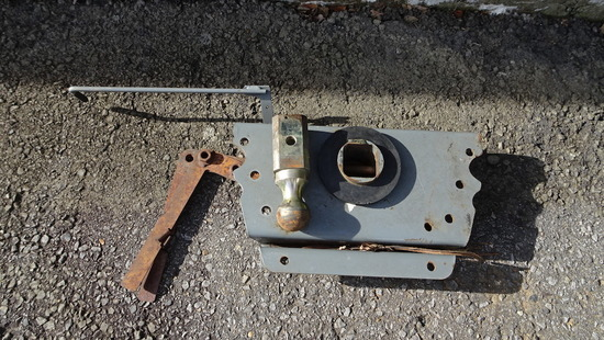 B&W GOOSENECK BALL HITCH FOR FLATBED