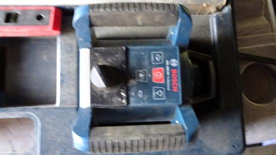 BOSCH GRL 250 NV PROFESSIONAL ROTATING LASER W/CASE,TRIPOD AND GRADE POLE