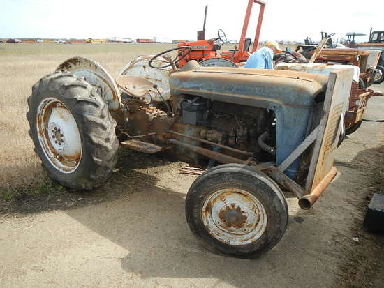 FORD 641 WORKMASTER WHEEL TRACTORE  GAS ENGINE, 540 PTO, 3 POINT