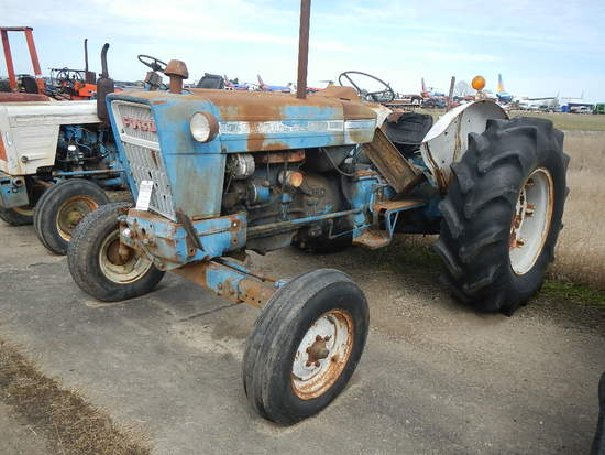 FORD 5000 WHEEL TRACTOR  DIESEL ENGINE, PS, 3 POINT, 540 PTO, 1 REMOTE