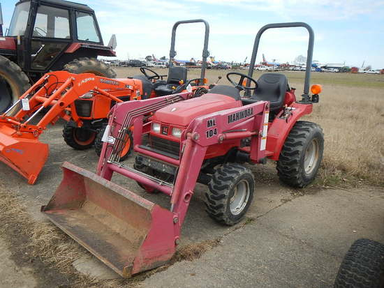 MAHINDRA 2015HFC WHEEL TRACTOR  OPEN ROPS, 3 CYLINDER DEISEL ENGINE, 3PT HI
