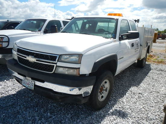 2006 CHEVROLET 2500 SERVICE TRUCK, N/A  EXTENDED CAB, V8 GAS, AUTO, PS, AC,