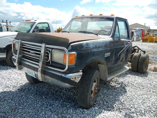 1990 FORD F-350 CAB & CHASSIS,  4X4, DIESEL ENGINE, 5 SPEED, S# 37234