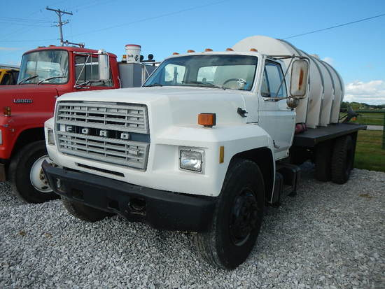 1986 FORD L700 FLATBED WATER TRUCK,  8.2 DIESEL, 5+2 SPEED, SINGLE AXLE, SP