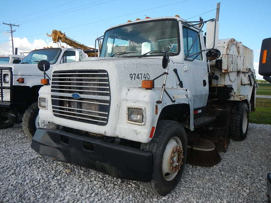 1996 FORD SWEEPER TRUCK,  FORD DIESEL, AUTO, SPRING RIDE, 22.5 TIRES, TYMCO