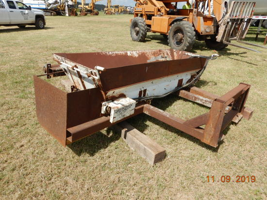 WARREN SHOULDER GRAVEL  SPREADER.  HYDRAULIC BELT