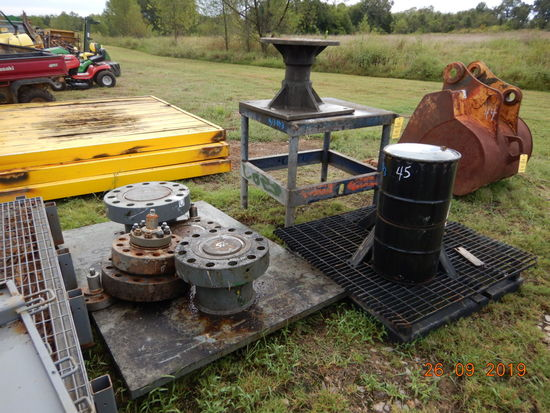LOT OF FIXTURES, HUBS FOR BOLTING VALVE ASSEMBLIES FOR REPAIRS OR HYDROSTAT