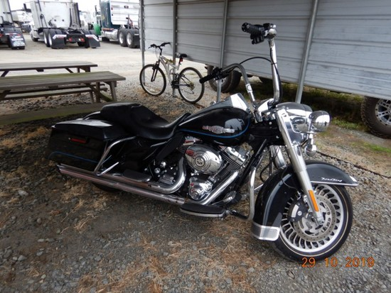 2011 HARLEY DAVIDSON ROAD KING MOTORCYCLE 35,889+ mi, S# 1HD1FW411BB55167,