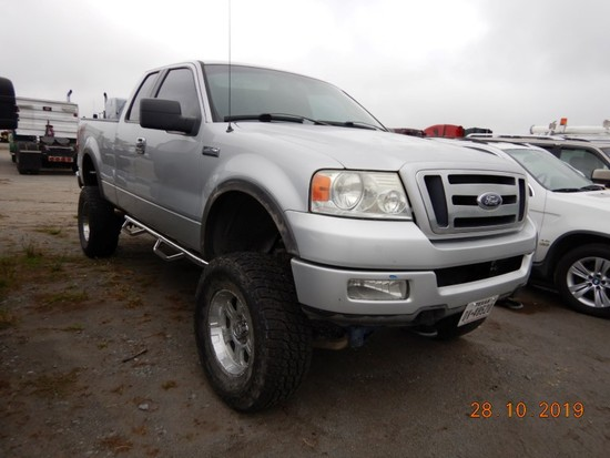 2004 FORD F-150 TRUCK,  EXTENDED CAB, 4 X 4, V8 GAS, AUTOMATIC, PS, AC, HAS