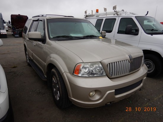 2004 LINCOLN NAVIGATOR SUV, 235,540+ mi,  V8 GAS, AUTOMATIC, PS, AC S# 2158