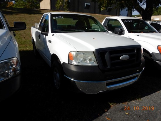 2007 FORD F150  XL PICKUP TRUCK, 176k+ miles  V8 GAS, AT, PS, AC, TOOLBOX S
