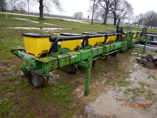 "JOHN DEERE 1700 AIR PLANTER,  3 POINT, 8 ROW, TRASH COULTERS, 38"" SPACING"