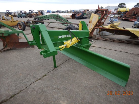JOHN DEERE 3PT BLADE,  10FT, HYDRAULIC TILT AND ANGLE S# W00155X011854