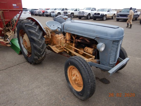 FERGUSON TO35 WHEEL TRACTOR  3PT, GAS ENGINE, 540 PTO, 13.6-28 REAR TIRES,