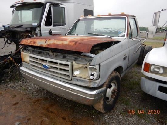 1989 FORD F350 TRUCK,  GAS ENGINE, 5 SPEED S# 95793