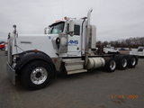 2004 KENWORTH W900 TRUCK TRACTOR, --26,000+ HRS--  TRI-AXLE,  DAY CAB, CAT