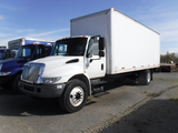 2006 INTERNATIONAL 4300 BOX TRUCK, WHITE 398,448 MILES  IH DT466 DIESEL, AU