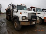 1994 MACK TRI AXLE DUMP TRUCK,  MACK E7-350, 8LL TRANSMISSION, TWIN SCREW,