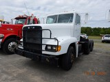 1992 FREIGHTLINER FLD 120 TRUCK TRACTOR, 28,056 MILES  DAY CAB, DETROIT 60