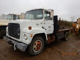 1981 FORD 900 FLATBED TRUCK,  CATERPILLAR DIESEL, 5+2 SPEED S# 07862, UNVER
