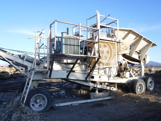 Universal 546P Crusher, 1824 Series, Portable, Feed Hopper, Discharge Conve