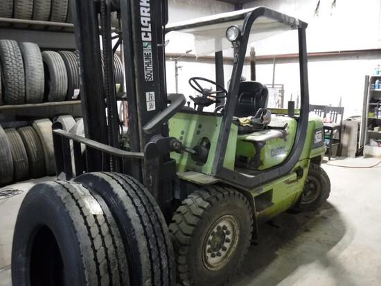 Clark CMP45D Forklift, 2-Stage Mast, Front Pneu Tires – Working Daily