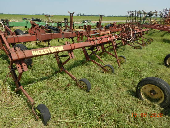 DICKEYVATOR HYDRO FOLD TOOL BAR,  3PT, 8 ROW, LOCATION:  ALTHEIMER, AR