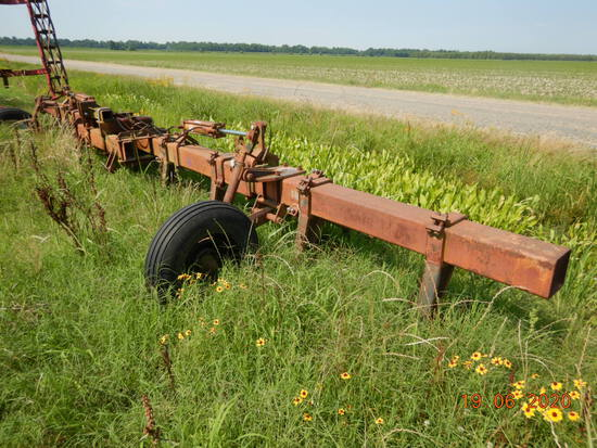 DICKEYVATOR 8 ROW MIDDLEBUSTER,  3PT, HYDRAULIC FOLD, LOCATION: ALTHEIMER,