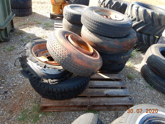 PALLET WITH MISCELLANEOUS TIRES AND WHEELS