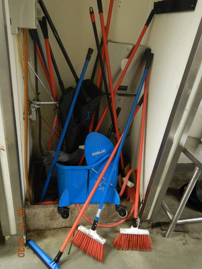 LOT WITH MOP BUCKET, MOPS, BROOMS, UPRIGHT DUST PANS  & MISCELLANEOUS IN NO