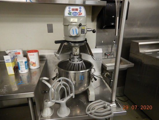 GLOBE SP20 STAND MIXER,  1/2-HP ELECTRIC, WITH ATTACHMENTS S# 7237510