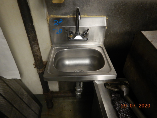STAINLESS SINK WITH FAUCET
