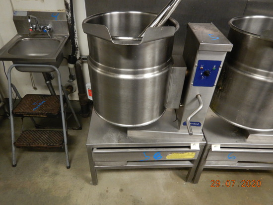 CLEVELAND KET-12-T KETTLE COOKER  WITH PEDESTAL SHELF AND KETTLE WAND S# WT