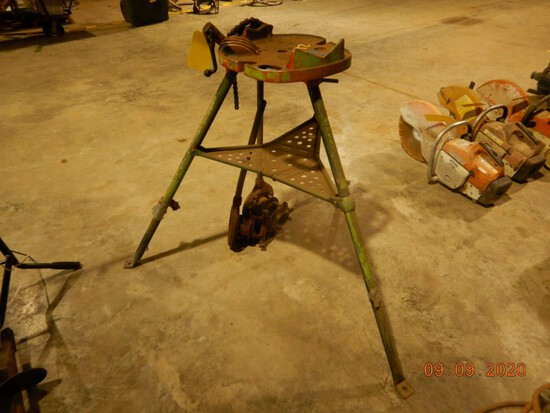 RIDGID 450 PIPE STAND  WITH (2) PIPE THREADERS