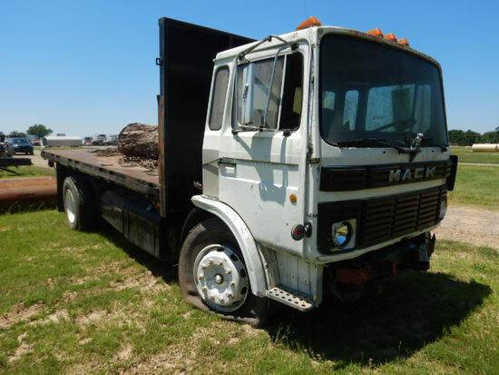 1987 MACK FLATBED TRUCK,  CAB OVER, DIESEL ENGINE, MANUAL TRANSMISSION, SIN