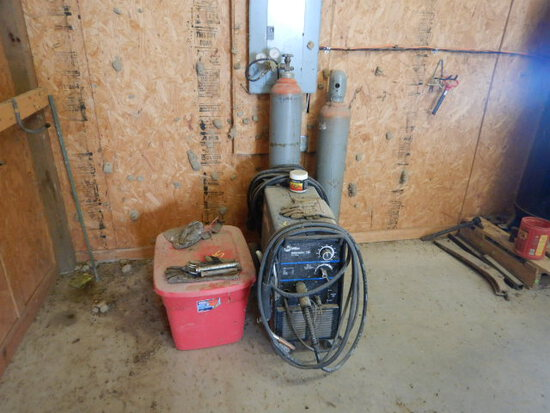 MILLER MILLERMATIC 185 WIRE WELDER  WITH (2) GAS BOTTLES, LEADS, AND PLASTI