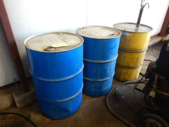 (3) DRUMS OF HYDRUALIC OIL W/ (1) MANUAL HAND PUMP