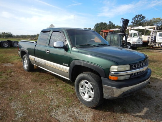 2001 CHEVROLET 1500 PICKUP TRUCK,  EXTENDED CAB, 4X4, V8 GAS, AT, PS, AC--S