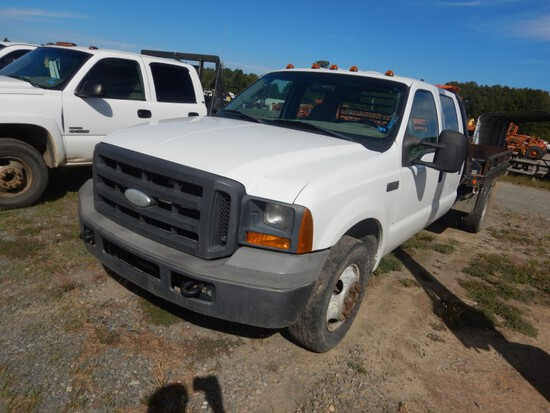 2005 FORD F250 FLATBED TRUCK, 212,135+ mi,  CREW CAB, V8 GAS, AUTOMATIC, PS