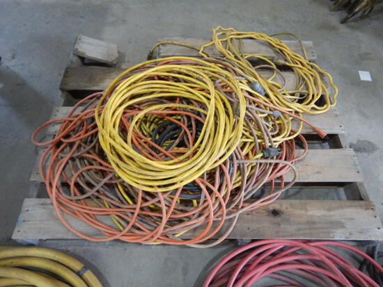 PALLET WITH EXTENSION CORDS