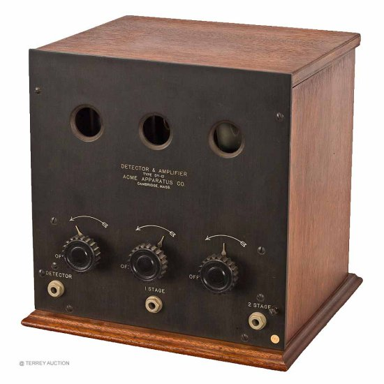 Acme DY-12 - Scarce. Detector & 2-Stage AF Amplifier. With (3) Bakelite base tubes, filament OK.