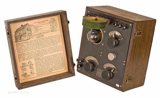 DeForest.  DT-700 Radiophone