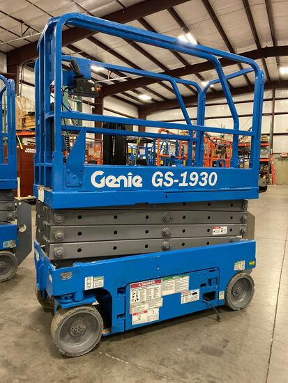 GENIE GS1930 SCISSOR LIFT, SELF PROPELLED, 19' PLATFORM HEIGHT, BUILT IN BATTERY CHARGER, SLIDE OUT