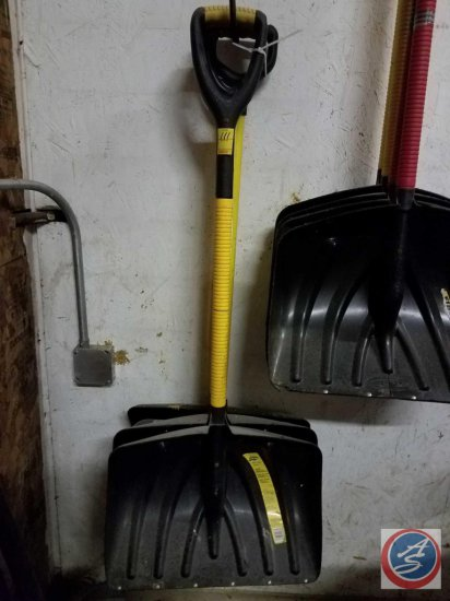 "(2) Snobladz ""Power Grip"" shovels, and (2) unmarked snow shovels all measuring 20 inches"