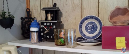 Miscellaneous kitchen decor