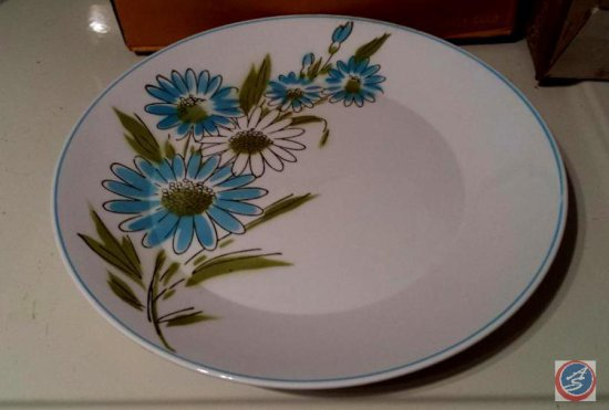 [12] Mikasa Focus-Shape Kerry Blue plates made in Japan Design number 2002-B w/ Matching Serving