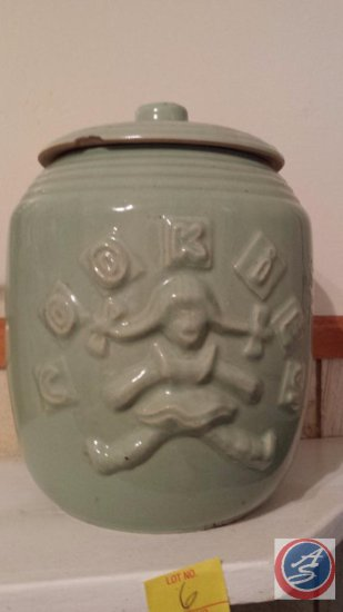 Vintage glazed ceramic cookie jar with lid (small chip in lid)