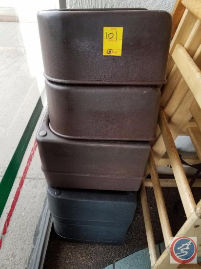 [5] Cambro Booster Seats: [3] Black, [2] Brown